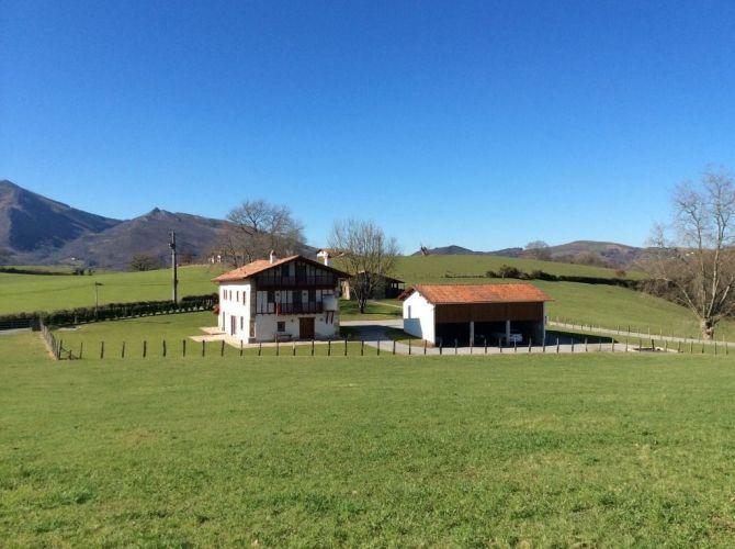Vente Ferme Basque 9 Pieces 300 M2 Sare Côte Littoral Maison Basque Immobilier Pays Basque Immobilier