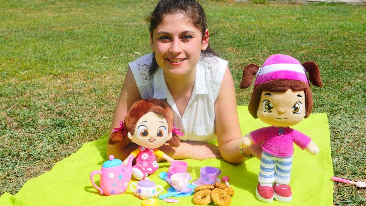 Oyuncak Bebekler Leli Ve Niloya Ile Piknik Oyunu Oyuncak Cay Setiyle Oynuyoruz Bebek Oyuncaklari Bebek Oyun