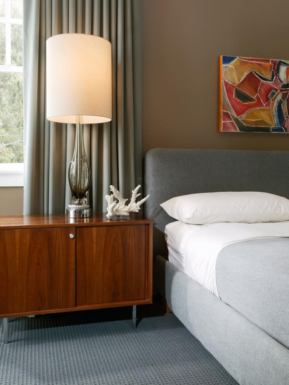 Hgtv Gray Bedrooms: Tips For A Clutter-Free Bedroom Nightstand