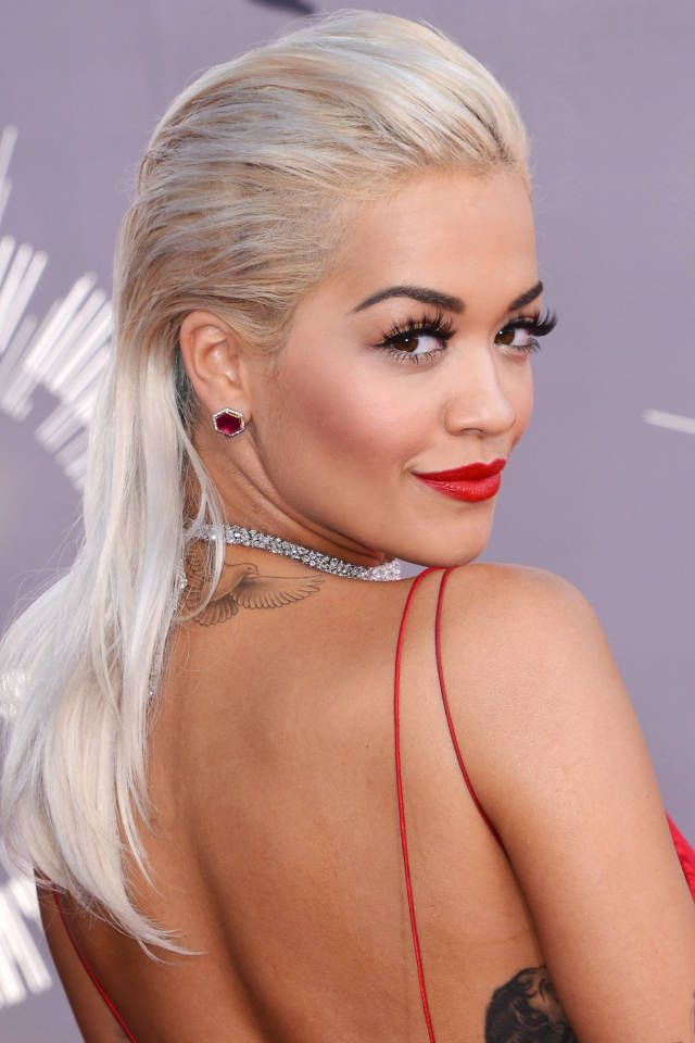Thelist 10 Iconic Blondes In Red Lipstick Blonde Hair Red Lipstick Platinum Hair Famous Blondes
