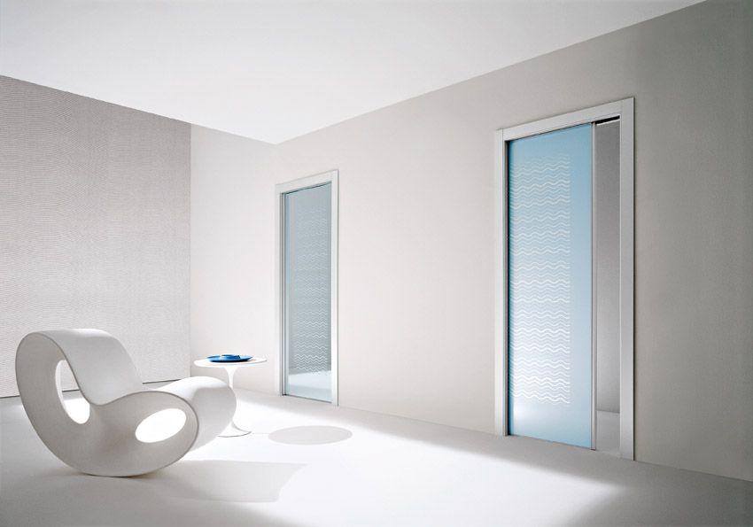 Porte scorrevoli a scomparsa, vetro trasparente e satinato blu nilo ...