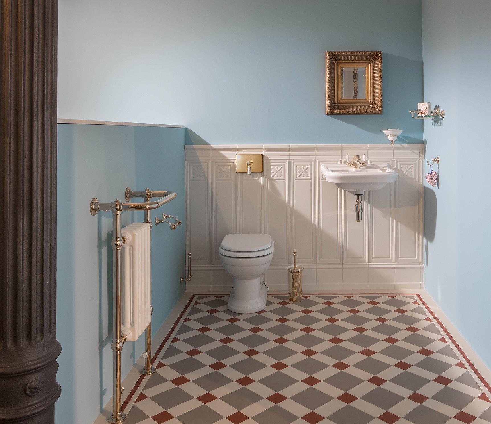 Hochwertigste Keramik Stilvolle Armaturen Und Ein Gelungenes Farbkonzept Sind Die Zutaten Fur Ein Traditional Bathroom Bathroom Styling Framed Bathroom Mirror