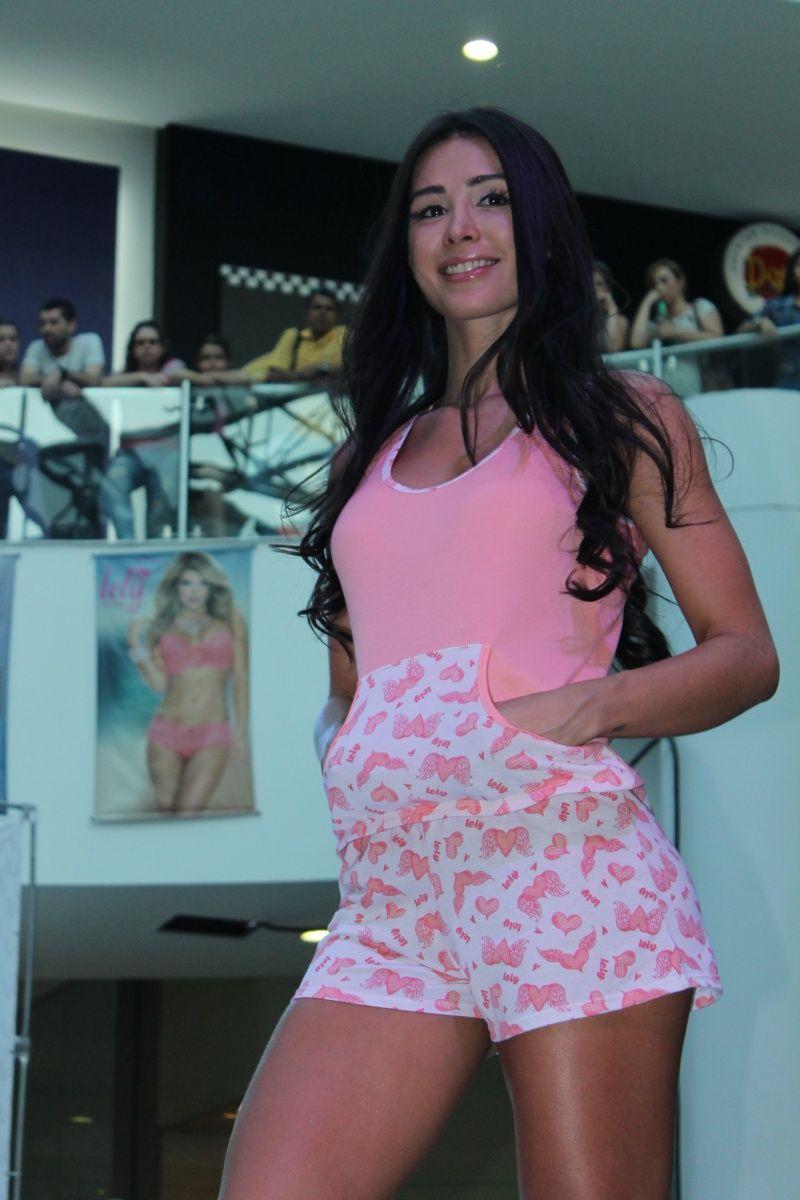 Modelos desfiles y pasarelas modelo lely pijama short for Ropa interior de colombia