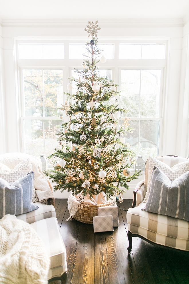 Natural Christmas Tree Decorating Ideas How To Decorate A Traditional Natural Christmas Tree Natural Christmas Tree More On Home Bunch Blog Pinterest