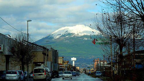 Neve sul Vesuvio, da Castellammare di Stabia Vesuvius with snow