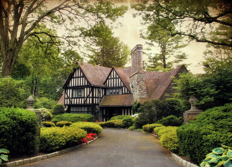 Pin By Sea Coast Exclusive Properties On Cute Cottages Tudor Style Homes Tudor House Exterior English Tudor Homes
