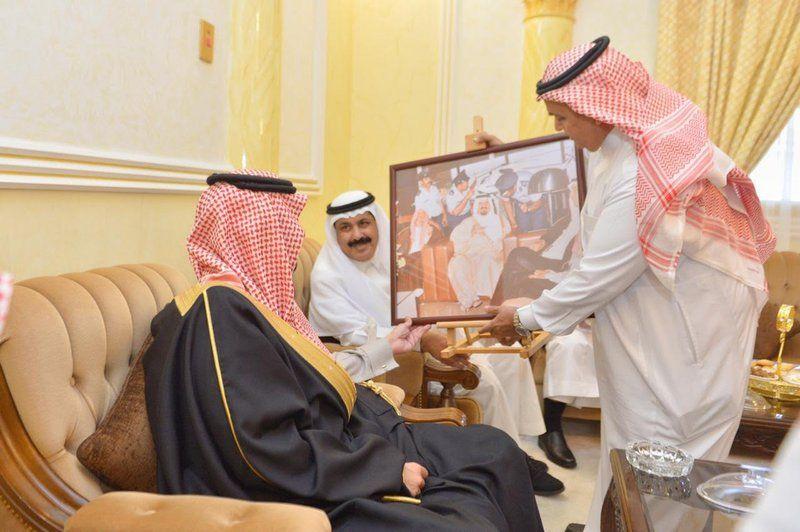 أمير مكة بالنيابة يزور أمير الفوج السابع بالحرس الوطني في الطائف