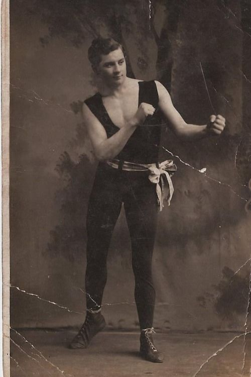"fyeah-history: David John BowenDavid John ""Dai"" Bowen (born 30 July 1891, died 15 April 1912), was a Welsh professional boxer, who died in the sinking of the RMS Titanic, along with fellow Welsh boxer Leslie Williams."