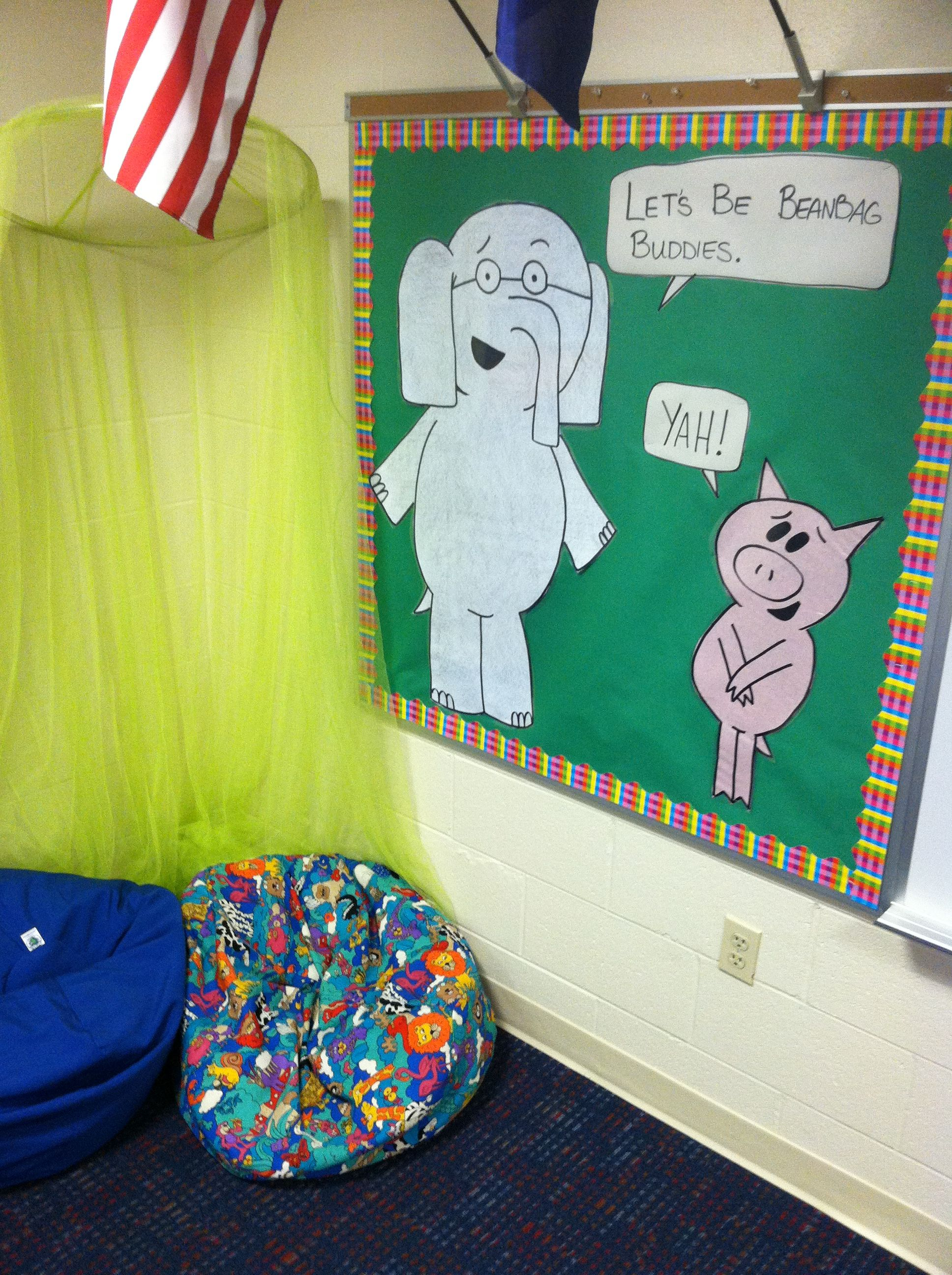 Elephant Piggie We Are In A Bulletin Board The Work Of An Excellent Library Assistant School Displays Storytime Crafts Lessons