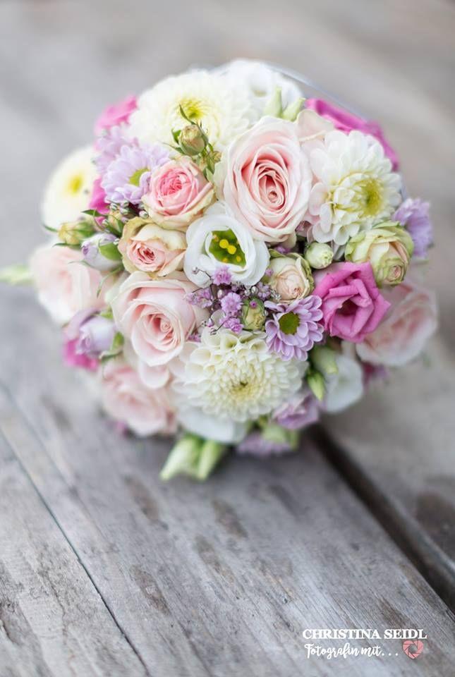 Vintage Brautstrauß mit Dahlen, Lisianthus, rosa Rosen - rose aus stein deko