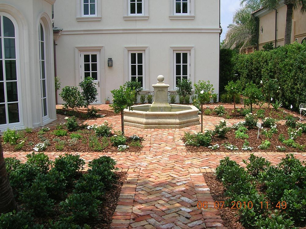 Reclaimed old chicago clay brick paver courtyard for Courtyard driveway house plans