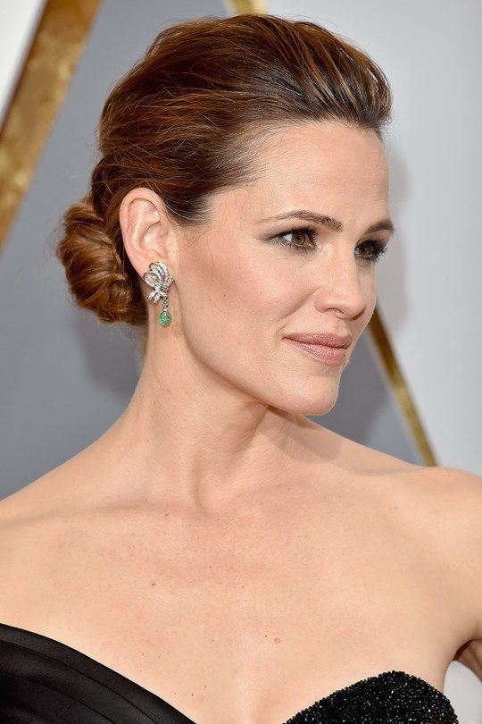 Red Carpet Hairstyle Classic Updo Jennifer Garner Celebrity Hairstyle The Oscars 2016 Red Carpet Hair Red Carpet Updo Red Carpet Hair Updo