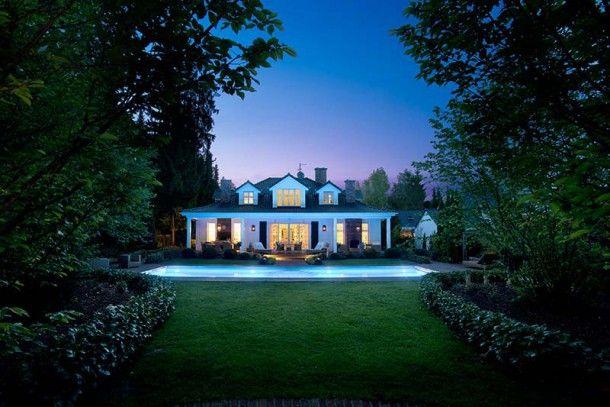 Traumhaus amerikanischer stil  Das charmante Haus im New-England-Stil ist hinter seiner Fassade ...