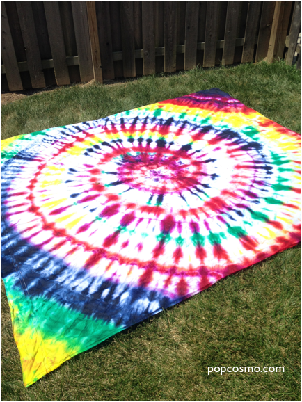 Tie-dye the most amazing beach sheet or picnic sheet we ve seen... in just  a few minutes flat. Our easy tutorial makes it simple and fun! 4d6bc8498