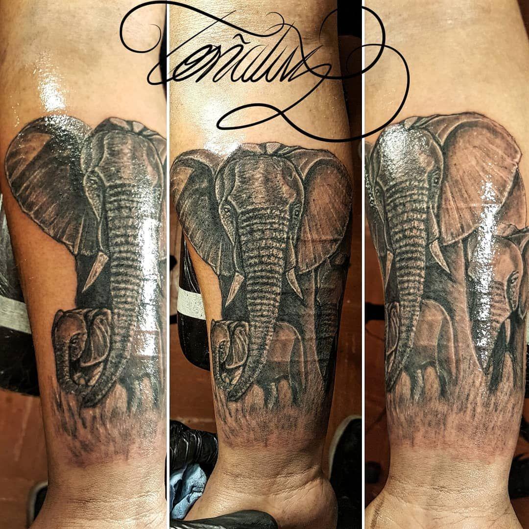 Nuestra Familia Idea tomada de elefantes reales. Representando a su nueva Familia gracias a la llegada de su bebé recientemente. José! gracias por darme oportunidad de poderte Tatuar una pieza tan importante y aguantar tan bien este tu primer Tatuaje hermano! Infinitas Gracias! #familia #familiaelefante #familiatattoo #familiadeelefantes #elefante #elefantes #elefantetattoo #elefanterealista #realismotattoo #realismo #family #familyelephant #familytattoo #elephant #elephants #elephanttattoo #ele