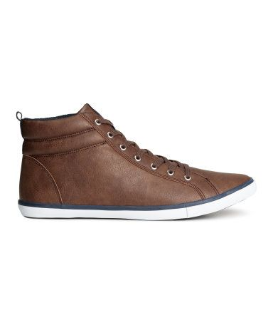 High tops in imitation leather with textile details. Ankle section with lightly padded edge. Lacing at front and rubber soles.