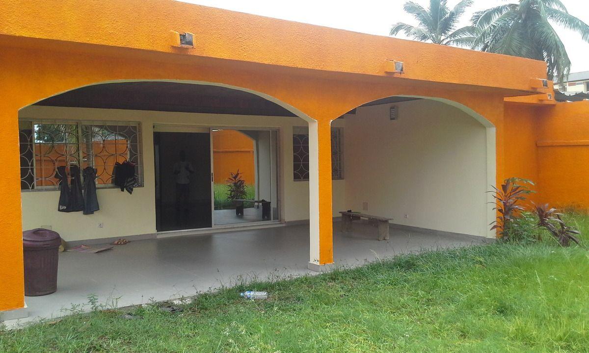 Villa à Vendre Cocody   Vente De Terrains Et Maisons