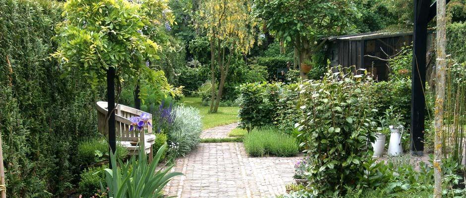 een lange smalle tuin tuinontwerp van hovind