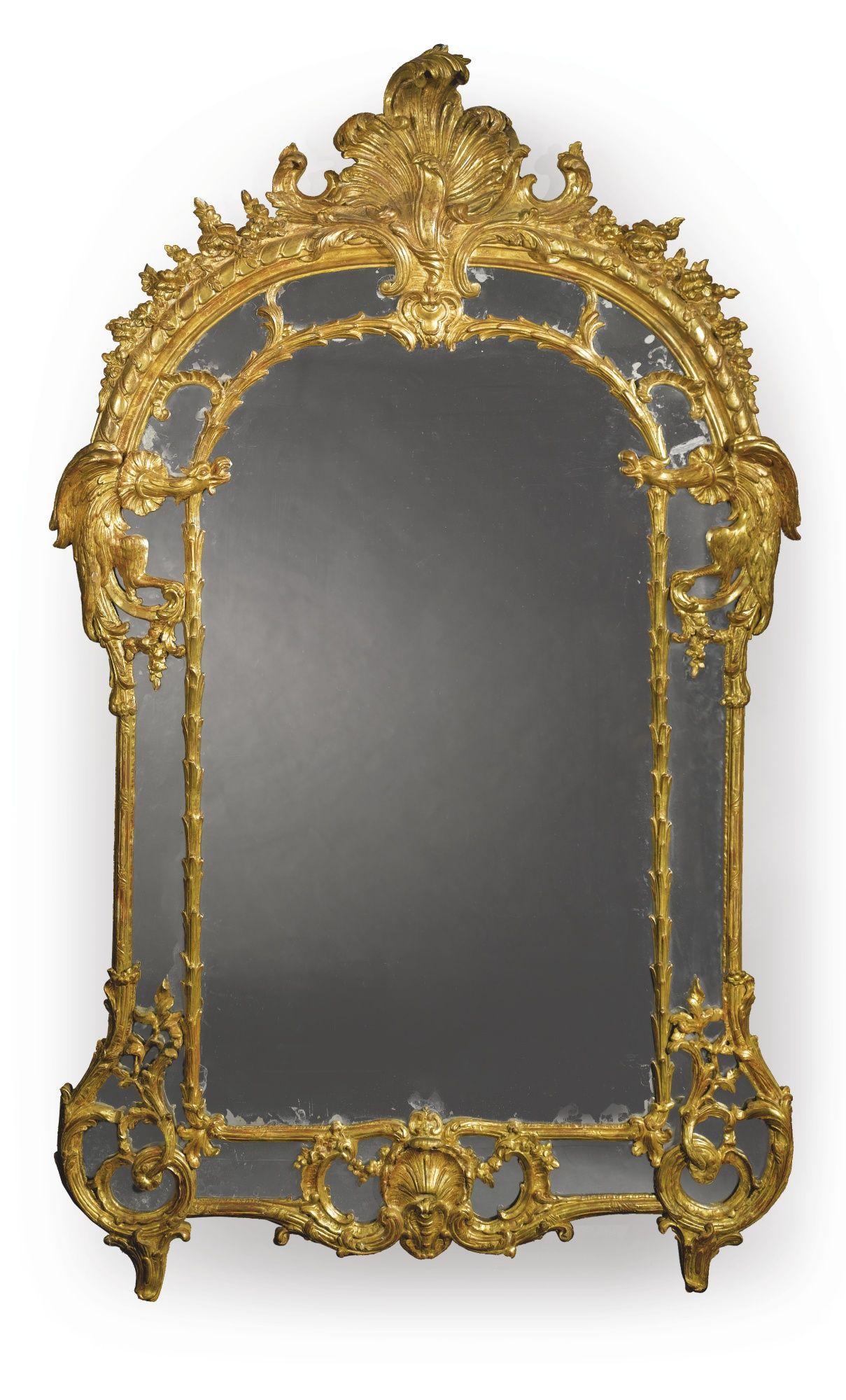 Un espejo tallado y dorado Louis XV primera mitad del siglo XVIII ...