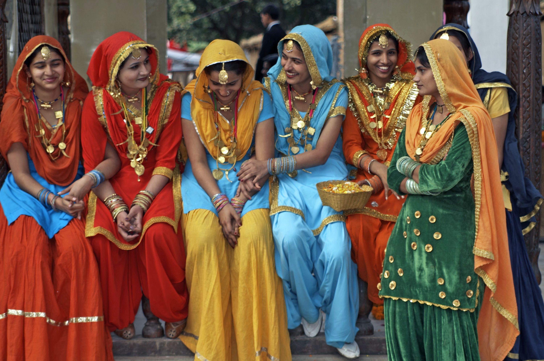 volunteerinindia.com : Girls wearing traditional punjabi suits in Patiala.
