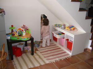 Amenagement D Un Coin Enfant Dans Salon Sous Escalier Coin Jeux