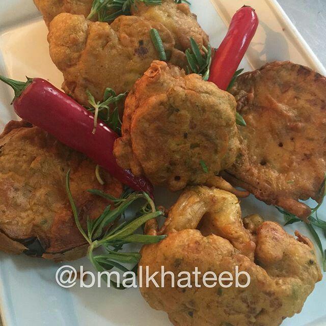 الزهرة او القرنبيط مع الباذنجان المقلي من المطبخ الهندي الطريقة اسلق الزهرة قليلا افضل حتى تنضج بسرعة تصفى نقطع باذنجان دوائر Indian Food Recipes Food Chicken