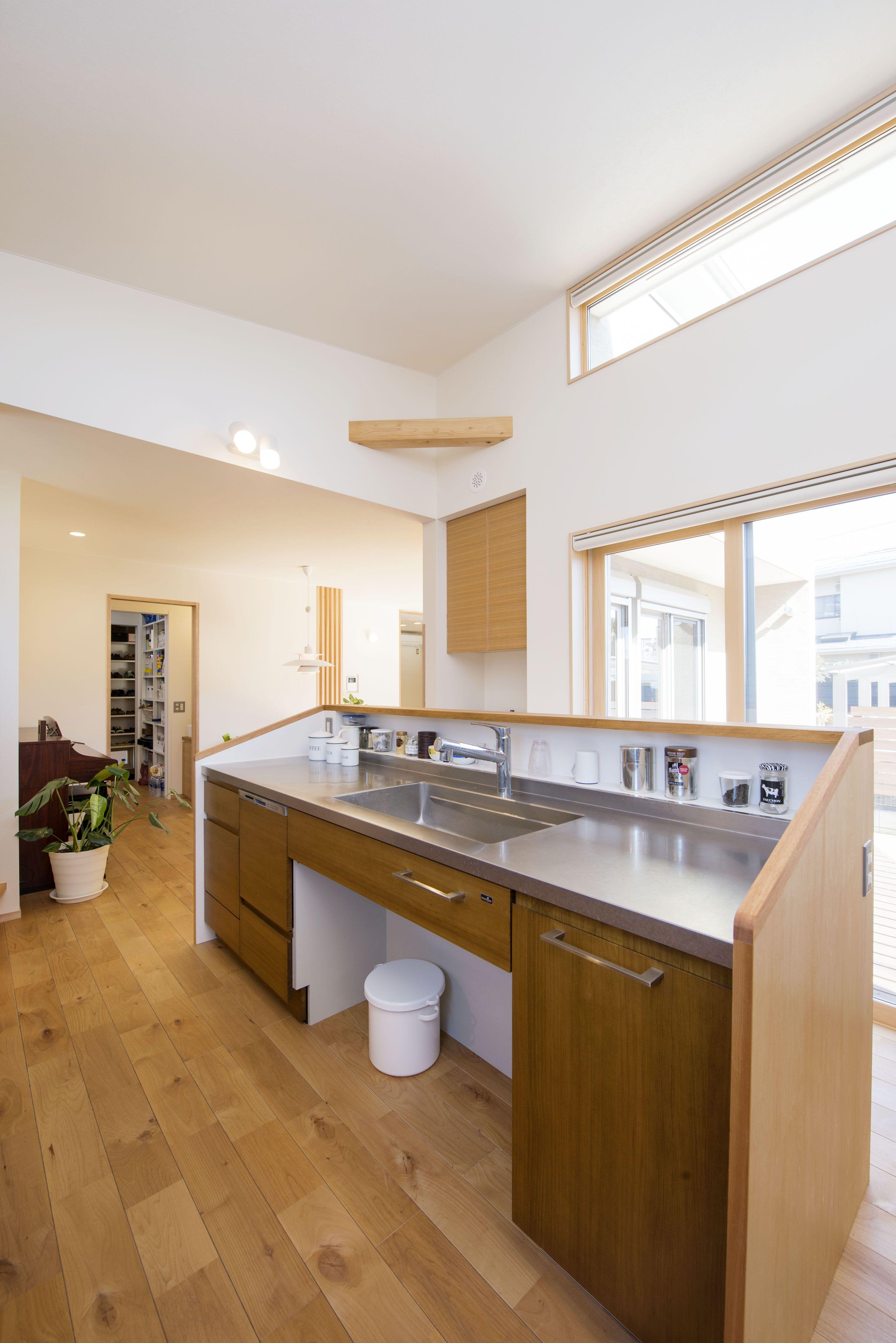 くるりとまわれる回遊性あるキッチンです キッチン 自然素材の家