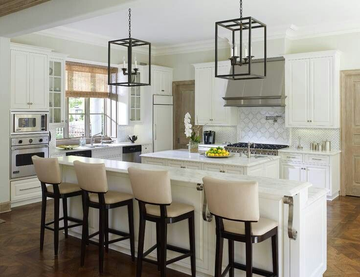 White Kitchen○high Chairs○long Kitchen Island