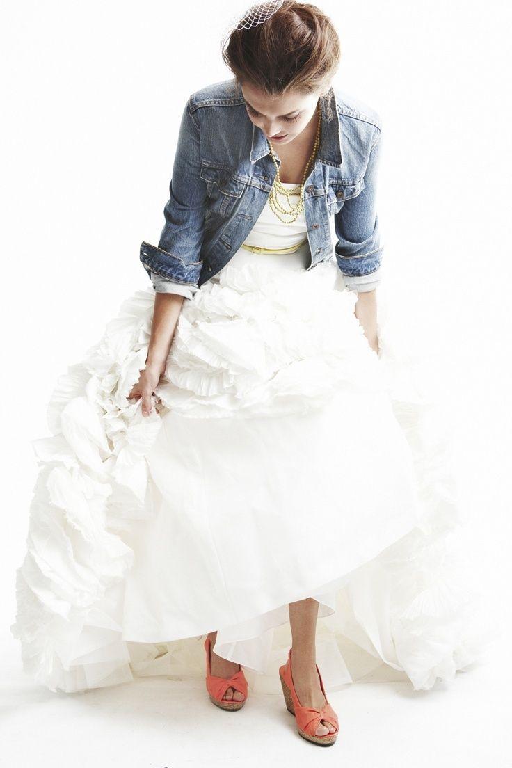 最高の甘辛mixウェディングドレスデニムジャケットの可愛い花嫁
