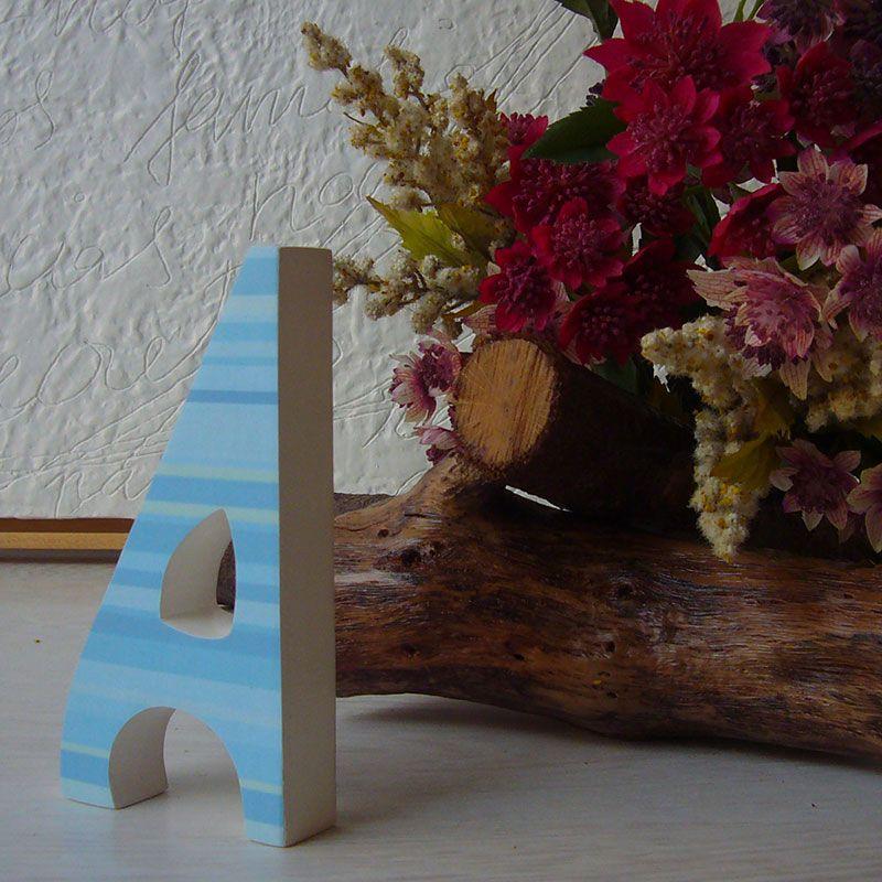 A de madera decorada con papel decoupage azul