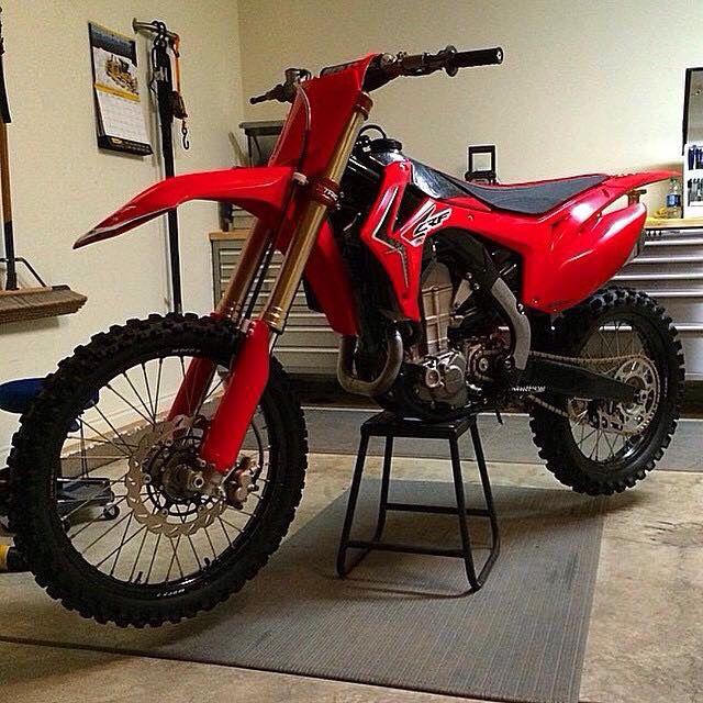 Honda Crf 450 R Red Motorcross Bike Honda Dirt Bike Dirt Bikes