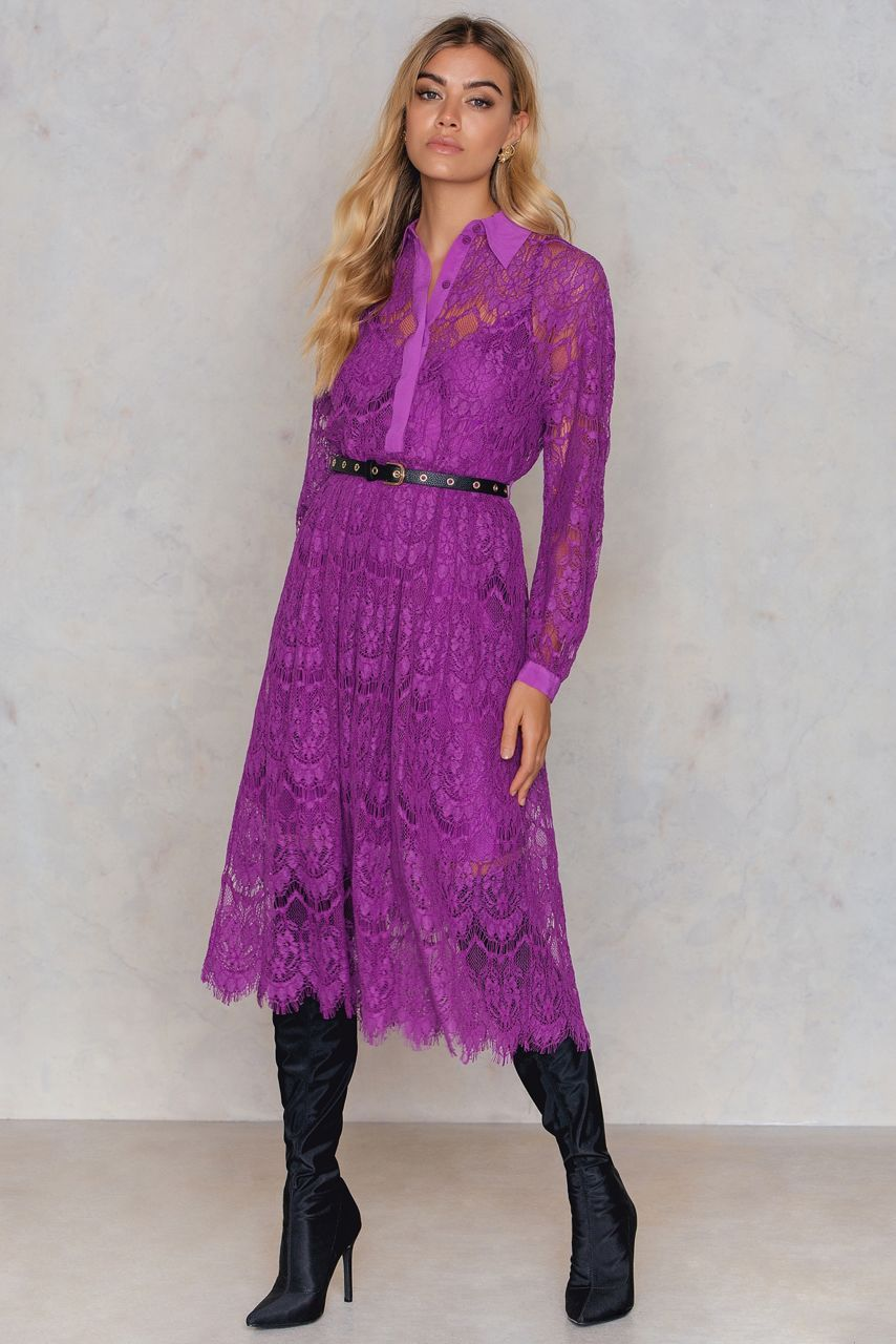Lace, lace lace - we see lace literally everywhere! And we LOVE it! The Adaa Dress by Baum und Pferdgarten comes in the color dahlia magneta and features a lace dress, long sleeve with button closure at cuffs, a v-neck with button closure and a slip dress. Style with heels and multicolored earrings!