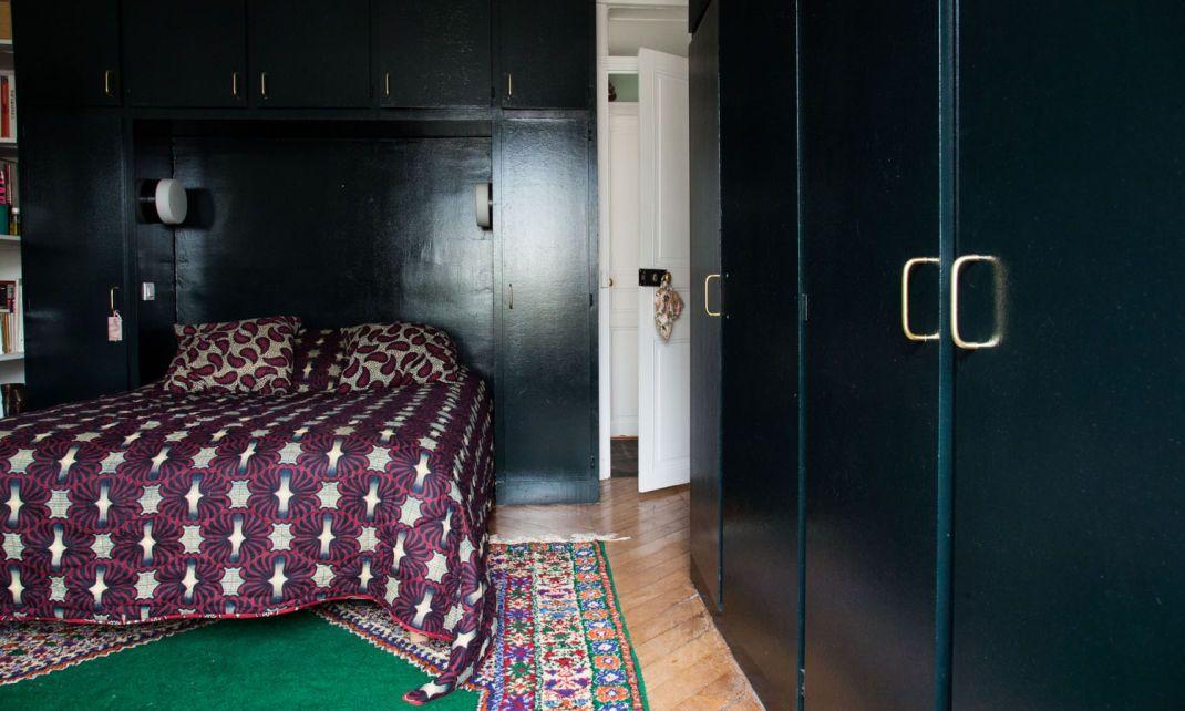 Alix Thomsen et Blanche 6 ans Deco interiors, Dark walls and Bedrooms