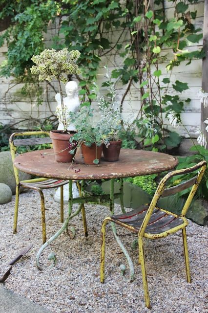 Rusty garden table and chairs