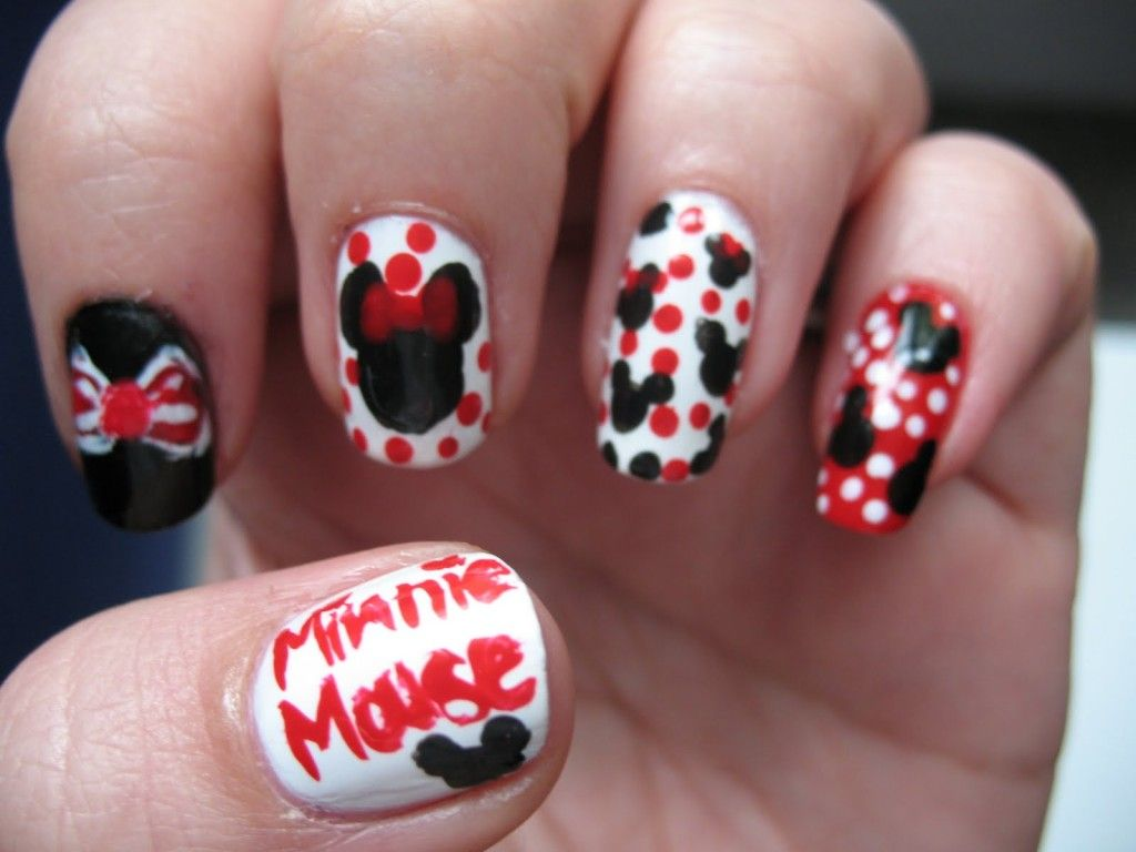 If You Are A Girl And Love Mickey Mouse Check Out These Nail Art ...