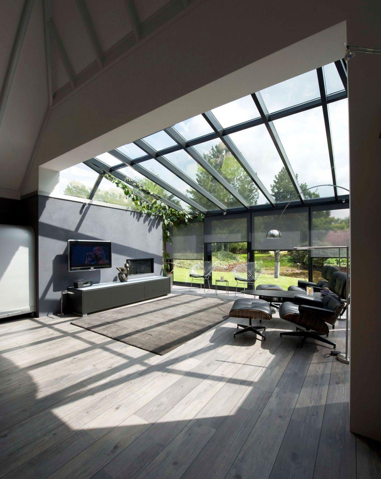 Moderne aanbouw met houten vloer Wat een extra licht