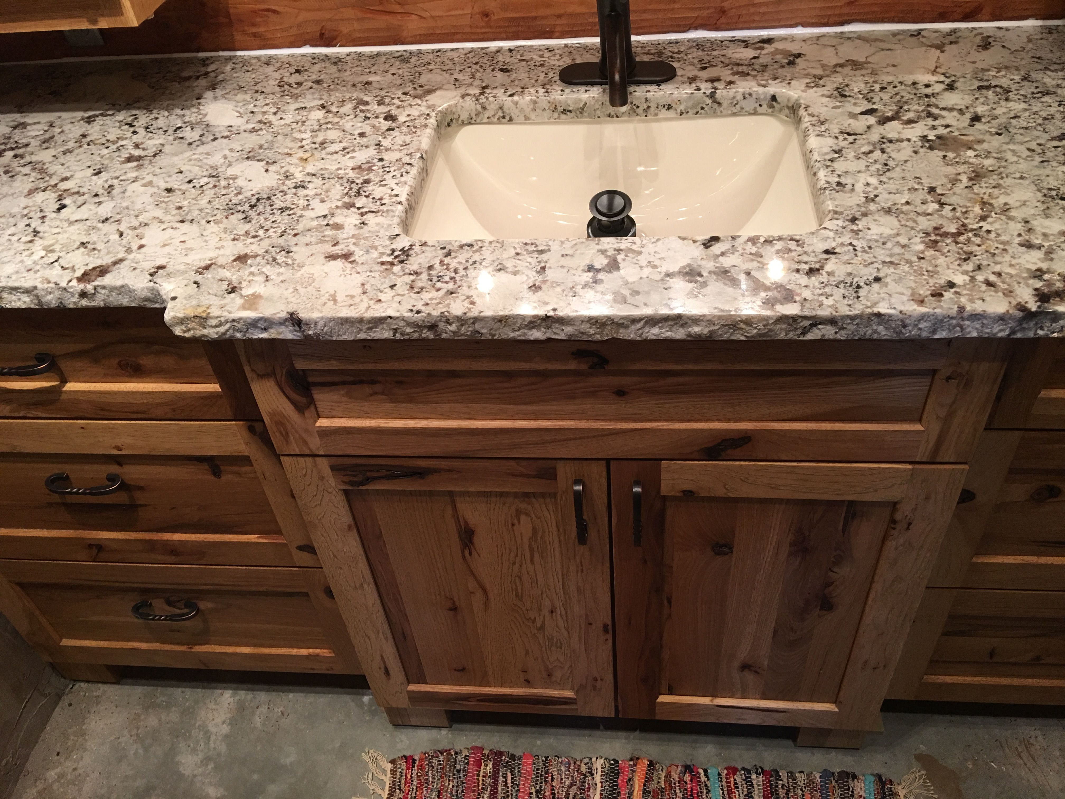 Incredible Alaskan White Granite With Chiseled Edge Burnished Bronze Beutiful Home Inspiration Aditmahrainfo