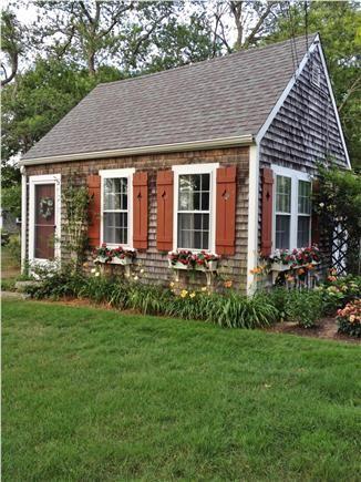 Peachy Adorable Cape Cod Cottage In Barnstable Coastal Getaways Download Free Architecture Designs Sospemadebymaigaardcom