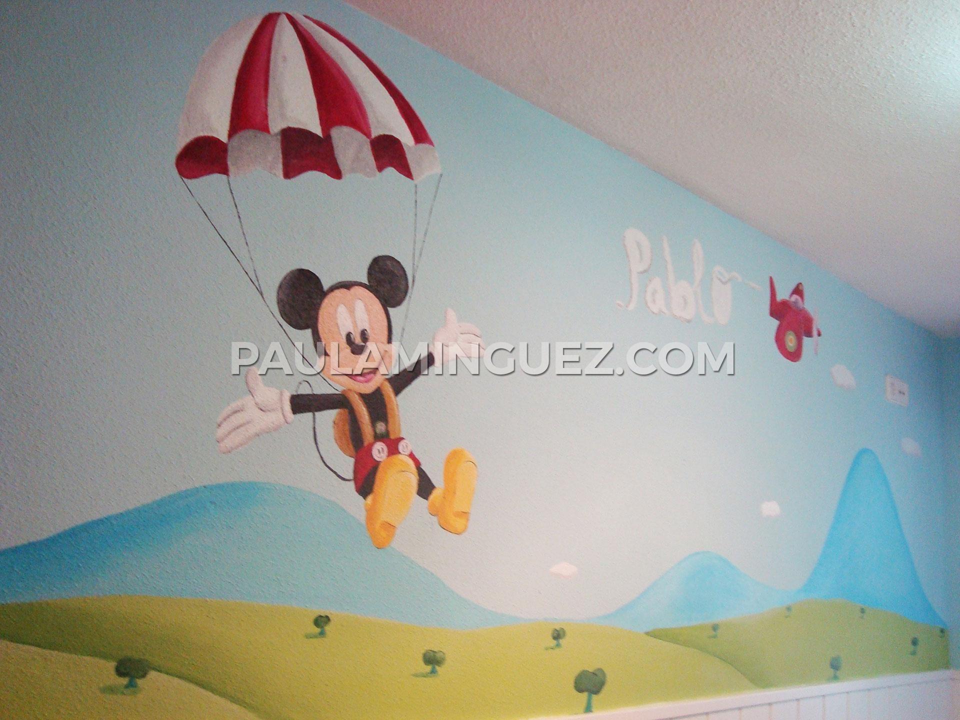 Mural infantil pintado a mano con mickey mouse cae en - Mural habitacion infantil ...