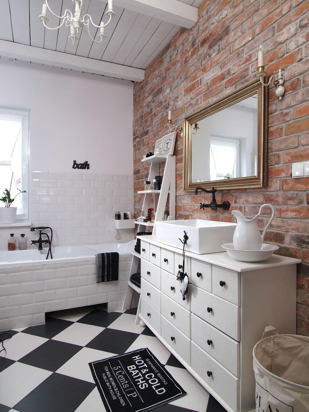 łazienka Została Urządzona W Eklektycznym Stylu łączącym