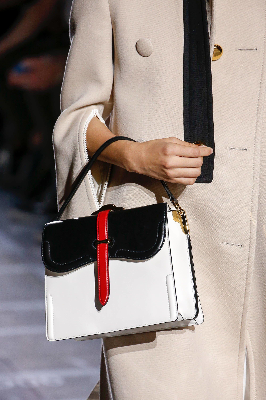 Prada Spring 2019 Ready-to-Wear Collection - Vogue 9ebac3111f3e6