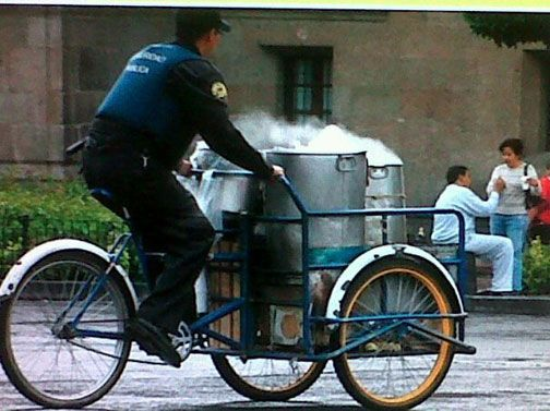 Permitirán a policías vender tamales para ganar dinero extra foto