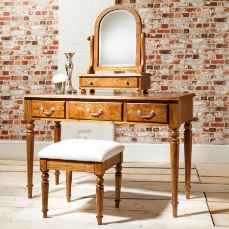 Frank Hudson antique style dressing table with spindle legs - £661.94 Shop > http://bit.ly/2biGlHm