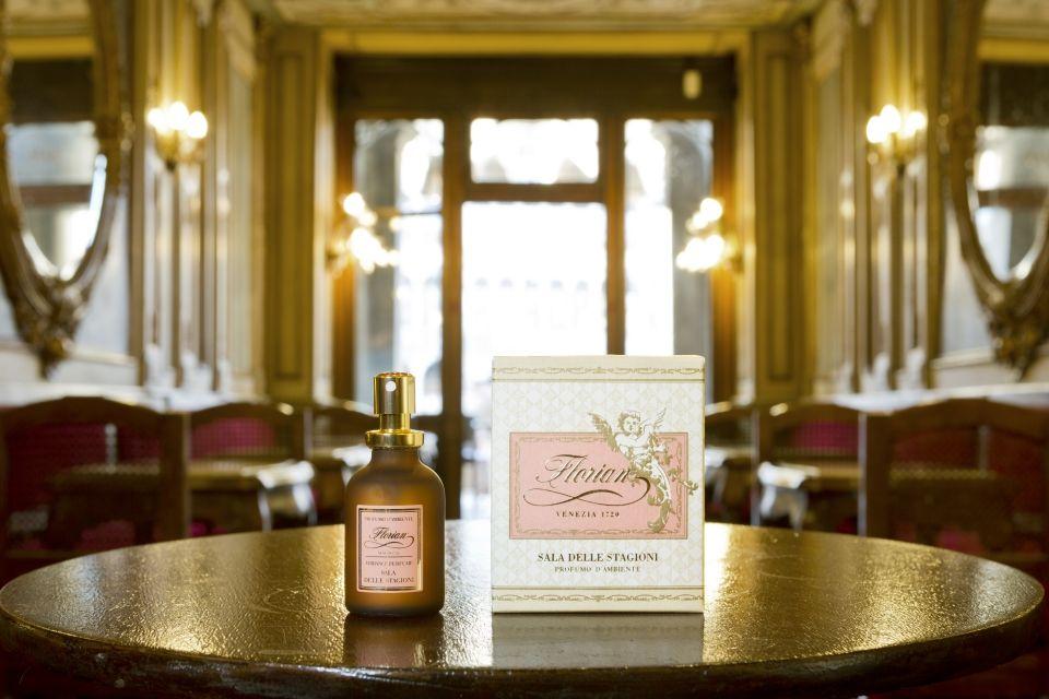 """Profumo d'ambiente """"Sala delle Stagioni"""" - Un profumo leggero ma persistente, dai toni floreali, un velo talcato che suscita ricordi di altri tempi. Ambiance perfume """"Sala delle Stagioni"""" - Light but lingering, this perfume's floral notes veiled with talcum powder inspire memories of other times. #caffeflorian #ambianceperfume #style #quality #madeinitaly #brand #luxury"""