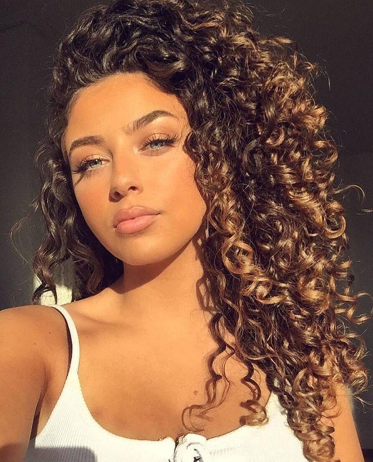 Perfectly Curly Auf Instagram Model Emeliebattah Curlyperfectly Acurlyperfectly Aemeliebattah Lockige Frisuren Naturlocken Frisuren Lange Haare