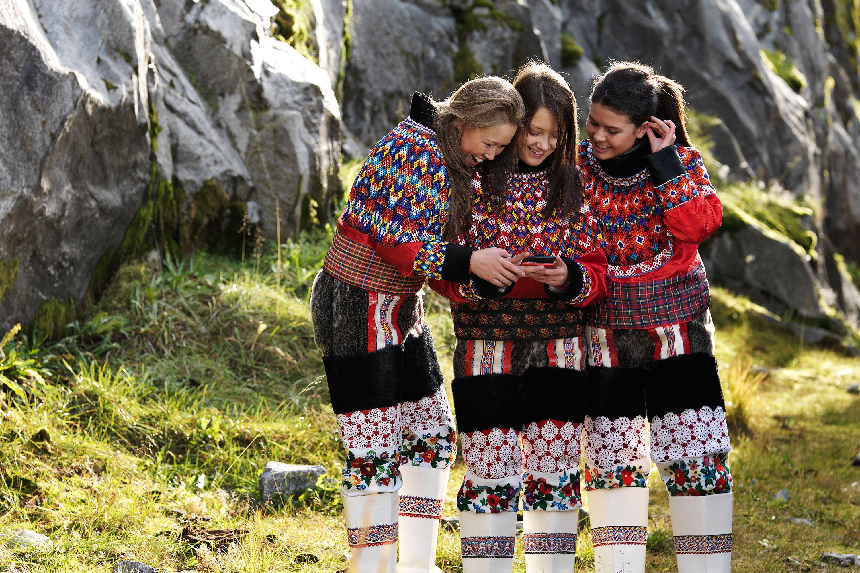 работает исландия фото народ тени
