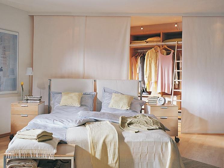 Armadio dietro il letto con tende a pannello closet pinterest tende armadio e cabina - Armadio dietro letto matrimoniale ...
