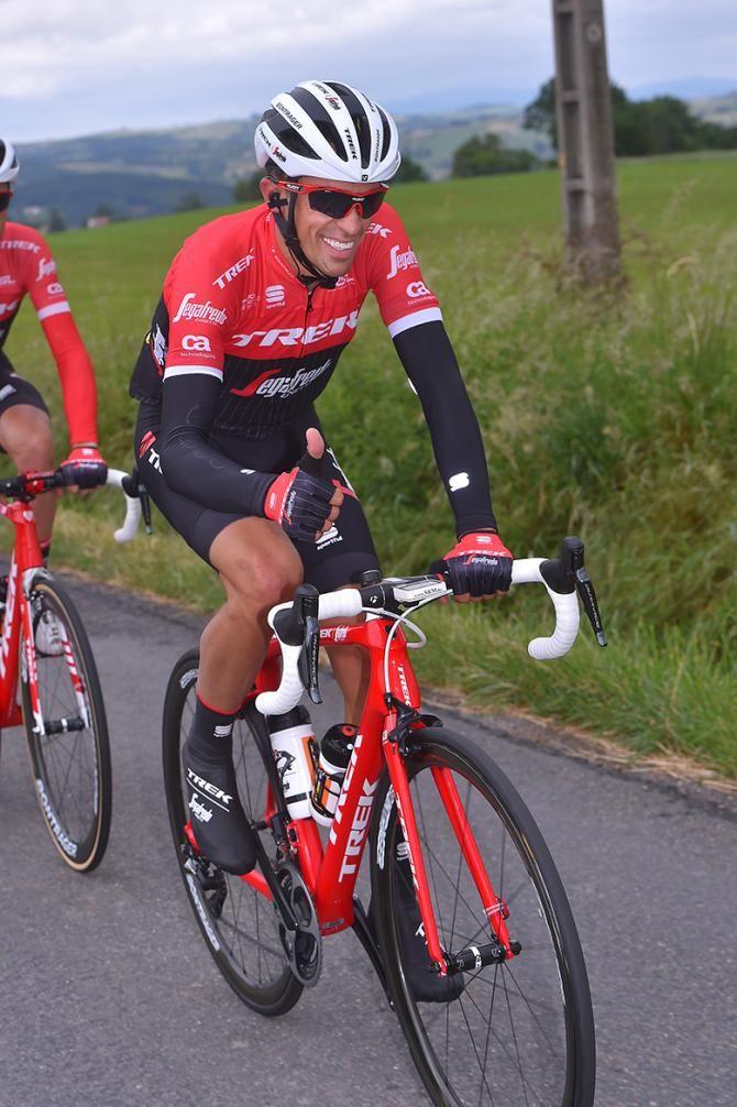 0e1b8d924 Alberto Contador mugs for the camera at the Critérium du Dauphiné ...