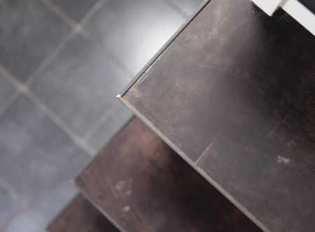 Trapbekleding in leer upstairs traprenovatie trappen