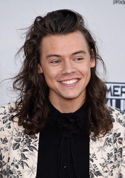 King G On Harry Styles Frisur Harry Styles Lacheln Harry Styles Heiss